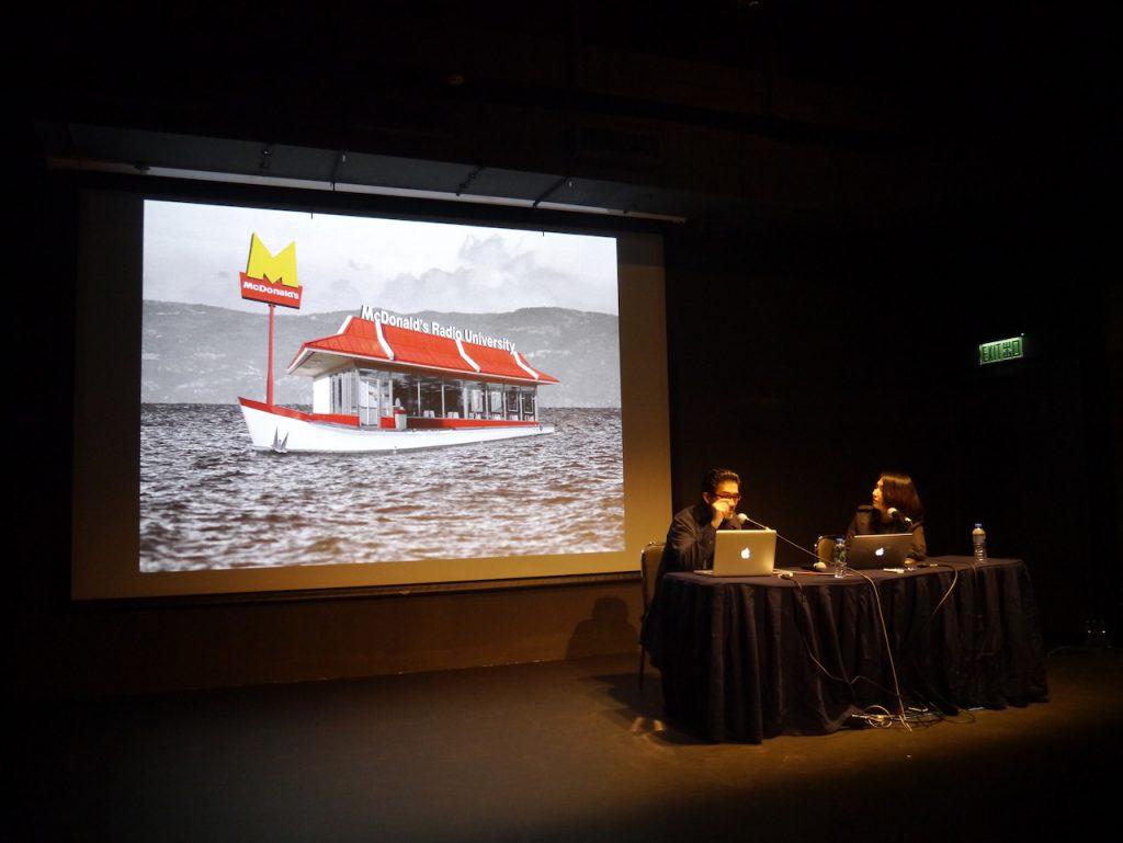 『マクドナルド放送大学』は、今後、ギリシャ・アテネへ、難民たちのたどったバルカン・ルートに沿って展開され、欧州縦断プロジェクト『ヨーロピアン・シンクベルト』を構成する
